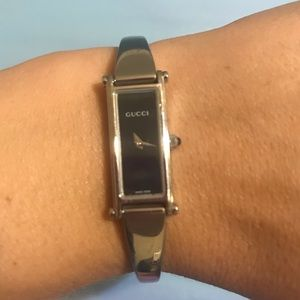 HOST PICK!! Gucci stainless steel 1500L watch